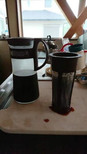 ハリオの水出しコーヒーポットからストレーナーを取り外しました