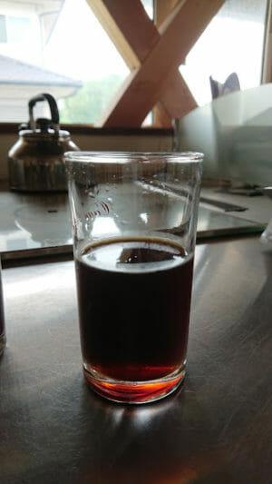 ハリオの水出しコーヒーポットで抽出したコーヒーをストレートで飲む