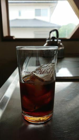 ハリオの水出しコーヒーポットで抽出したコーヒーを氷を入れて飲んでみました。
