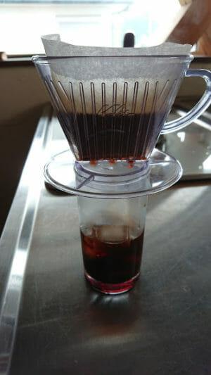 アイスコーヒーをドリップ急冷して作りましたードリップ中です