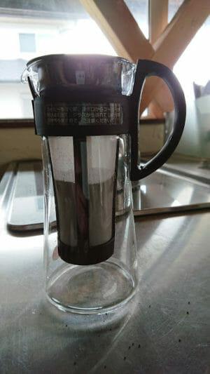 水出しコーヒーの作り方アイスマンデリンの粉を入れる2