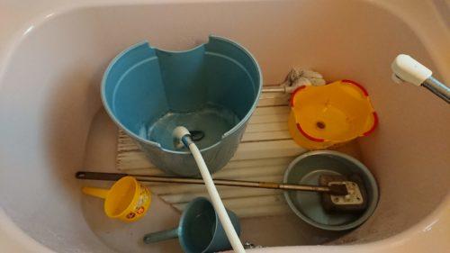 浴槽にオキシクリーン漬けします。
