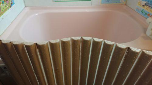 オキシクリーンで浴槽もバスグッズも、風呂フタもみんなキレイになりました。