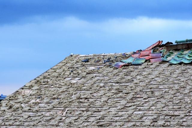 屋根の補修中の転落事故が相次いでいるようですがプロに任せる事も大事です