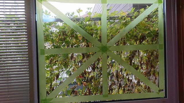 台風んいよる窓割れ対策を事務所でやってみました。